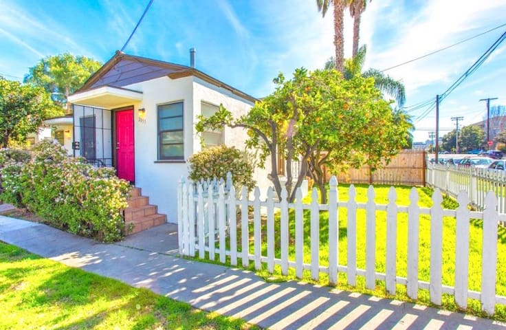 2051 Charming Cottage - Quick Walk to Little Italy & Gaslamp!
