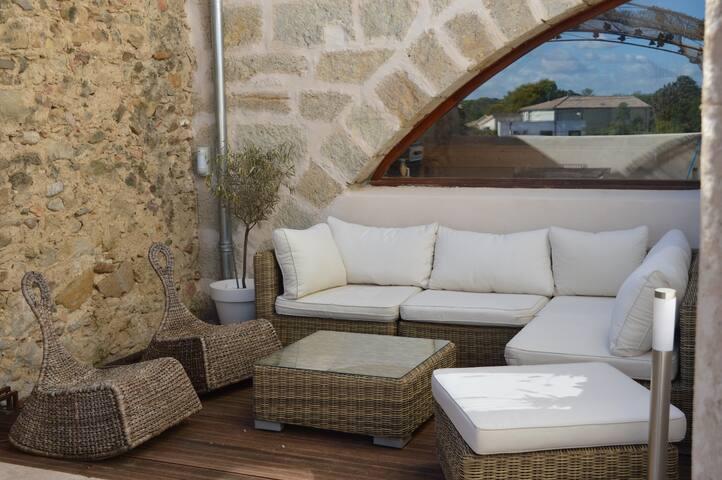 Maison de village avec jolie terrasse - Corneilhan - Townhouse