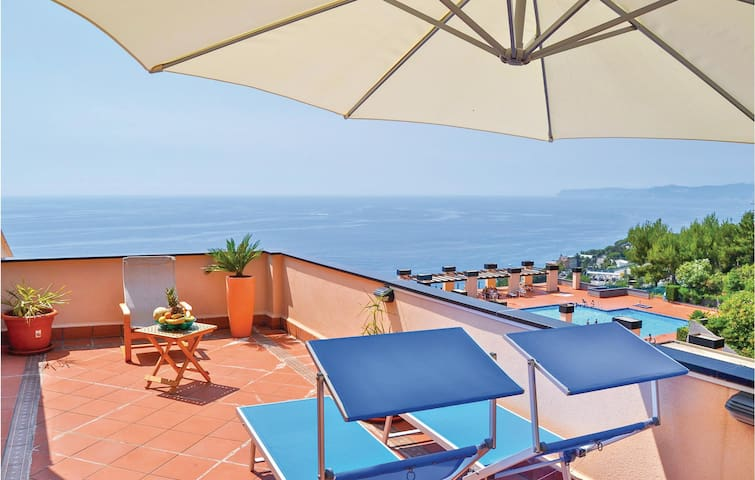 Holiday apartment with 2 bedrooms on 90 m² in Varazze -SV-