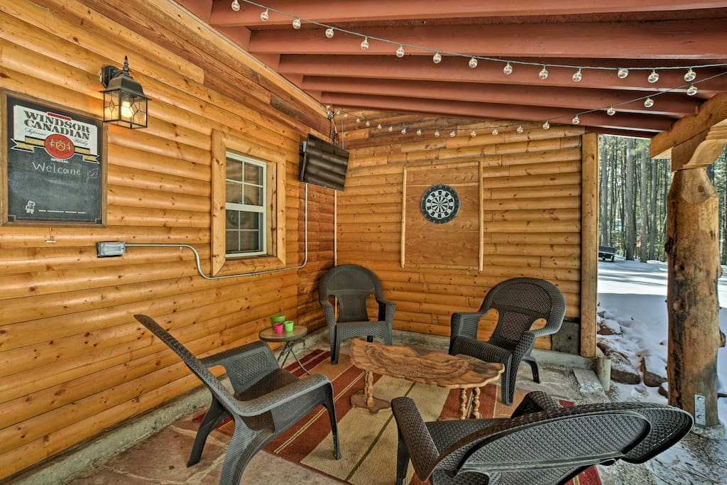This New Mexico cabin comfortably sleeps 5 and features plenty of rustic charm.
