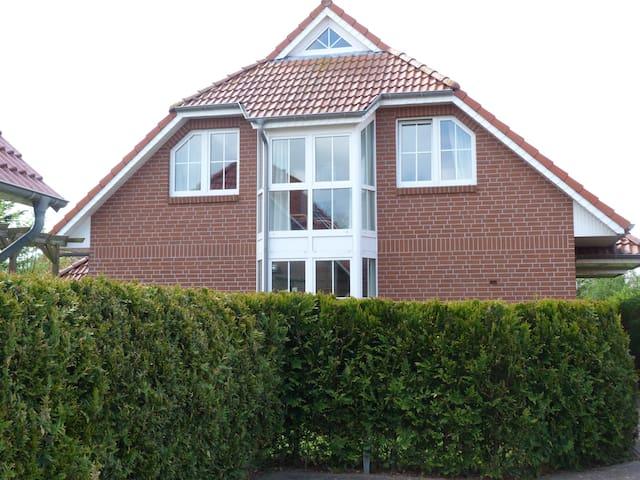 Ferienhaus mit 4*-Komfort in toller, ruhiger Lage - Norden - Casa adossada