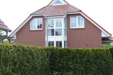 Ferienhaus mit 4*-Komfort in toller, ruhiger Lage - Norden - Reihenhaus
