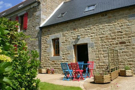 Gite in rural location, short distance from coast. - Ploubezre - House