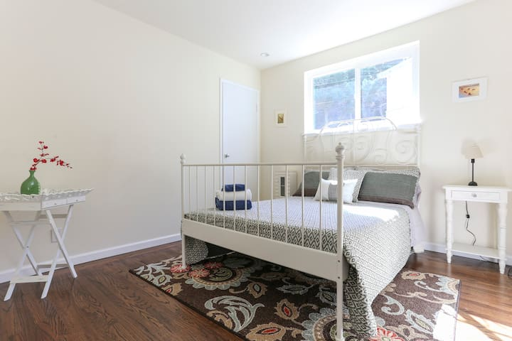 3BR/2BA SF Home on the Hill! - Daly City - House