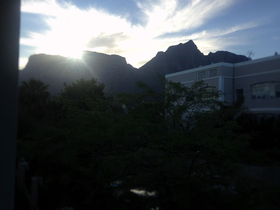 Beautiful view of table mountain from our balcony with a small weber to enjoy a braai/barbecue with the sunset.