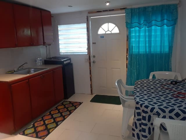 Private apt close to Airport & Simpson Bay