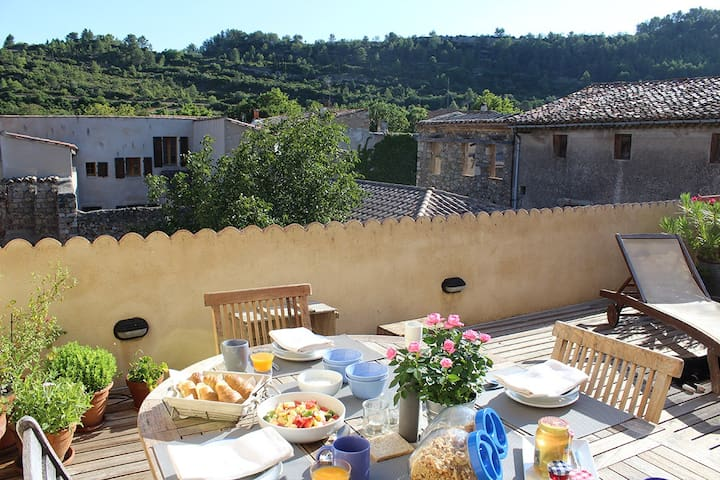 Large sunny terrace separate floor with 2 bedrooms - Lagrasse - Bed & Breakfast