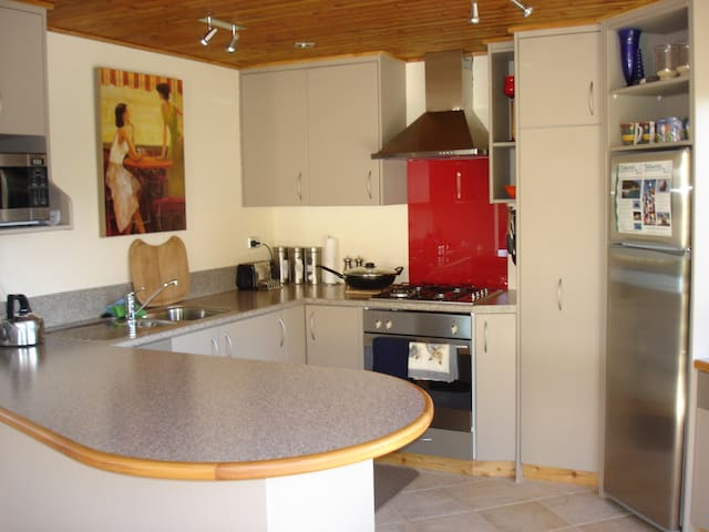 Great well equiped open plan kitchen