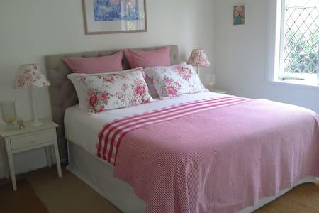 Cottage charm in Masterton - Masterton - House