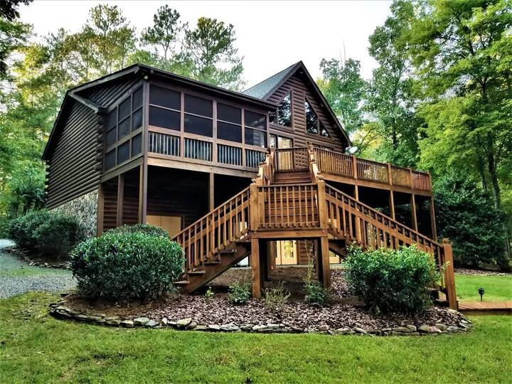 Gaston Shores | Relaxing Log Cabin with Four Season Elegance and Charm