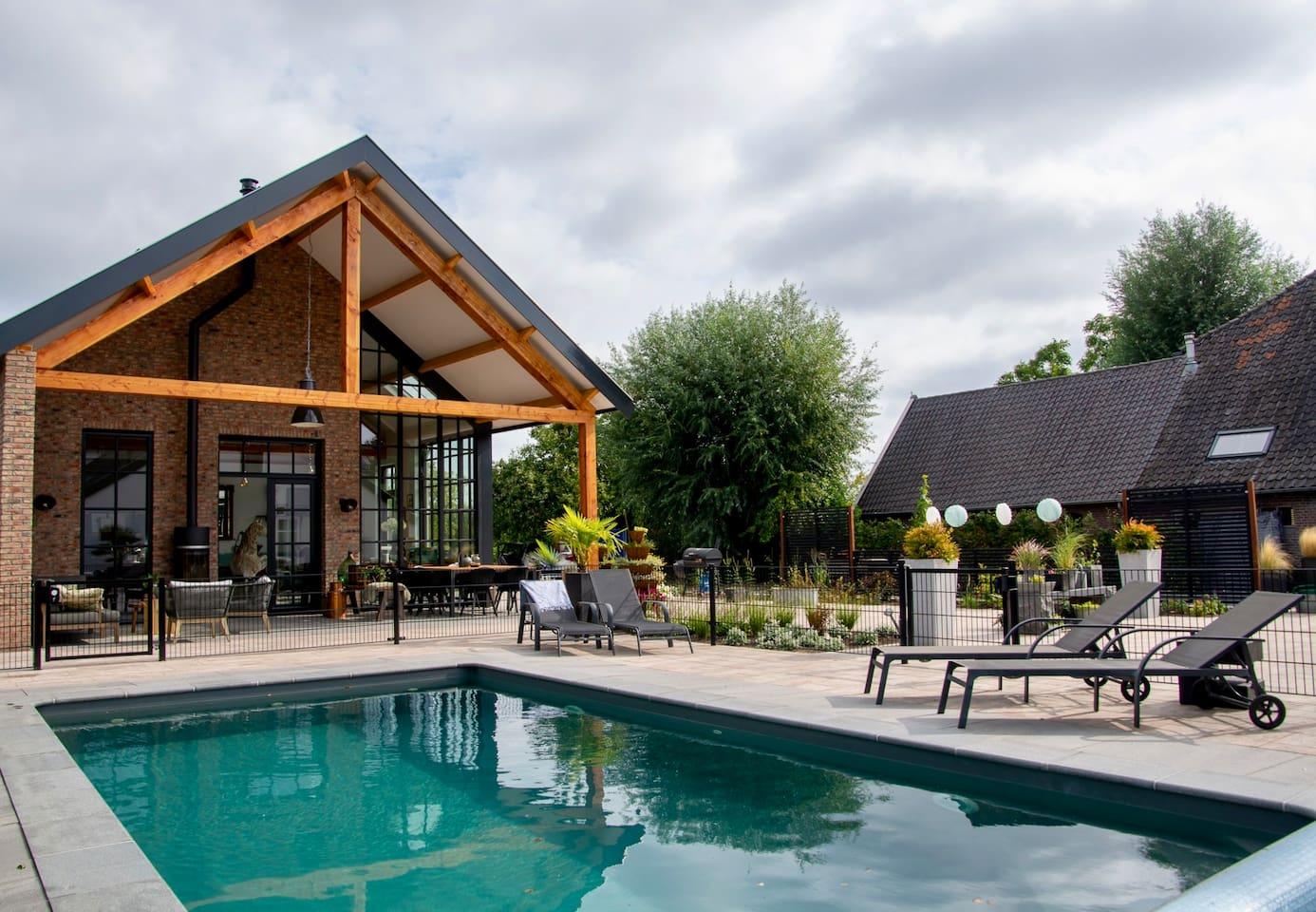In de maanden Mei - September heeft u toegang tot dit heerlijke verwarmde zwembad.