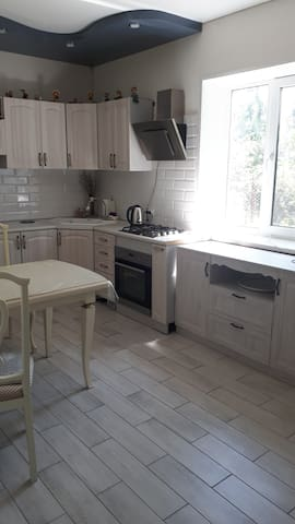 Кухня,полностью укомплектована,хозяй-ка оченит.