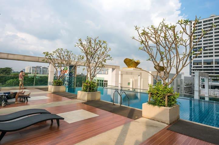 COOL STUDIO / 17th FL / FAST WIFI / POOL & GYM - Bangkok - Appartement