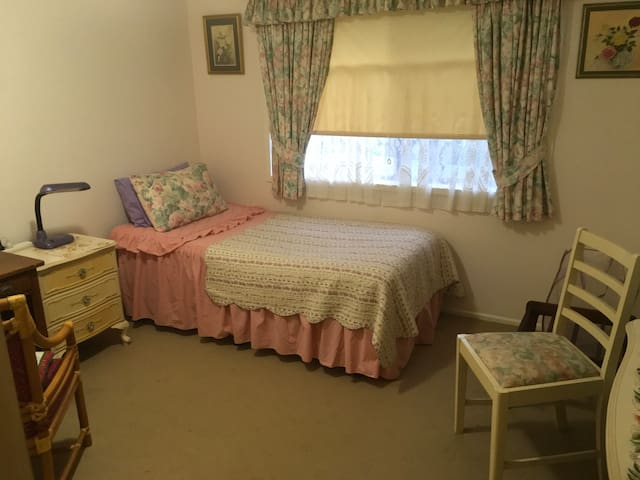 1 Bedroom in central Gold Coast home
