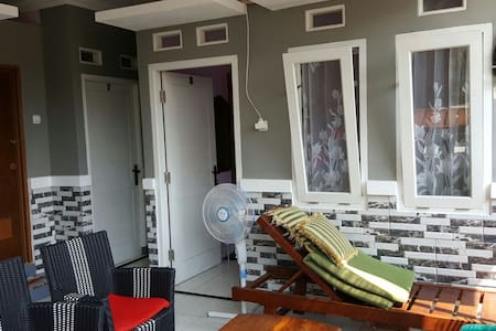 Nina House-Kebon Sirih, Jaksa.Room8 - Menteng, Jakarta Pusat (Central Jakarta)  - Hus