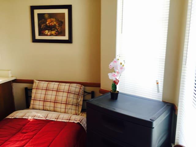 Delicate Small New Room 1 Near CSU San Bernardino
