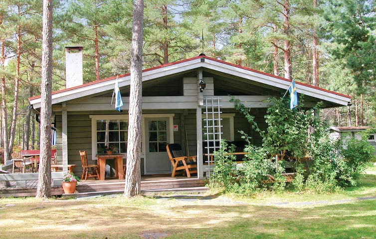 Holiday cottage with 4 bedrooms on 107 m² in Hammarö