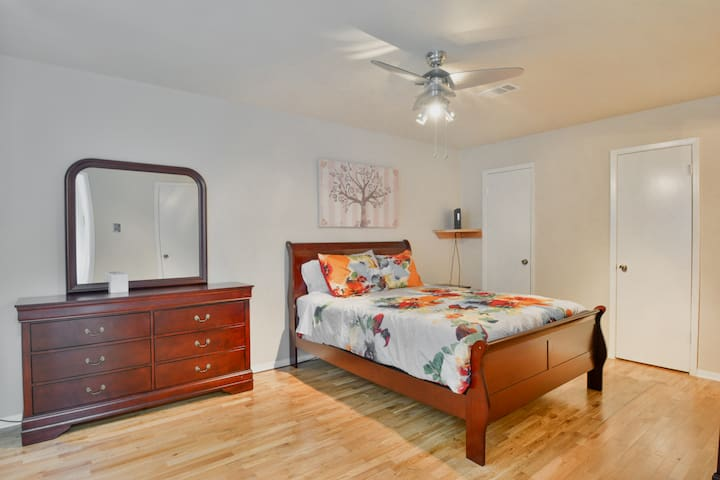 3br townhouse#B close to everything with big yard