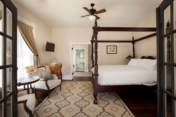 Inn at the Springs / Dogwood Suite - Siloam Springs - Szoba reggelivel