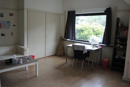 Huge bright room - Oegstgeest - Rumah