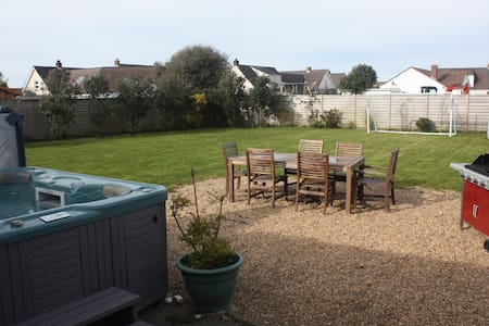 Family-friendly 3 bedroom house - Bungalow