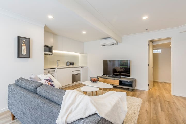 Your Oasis - A beautifully renovated unit