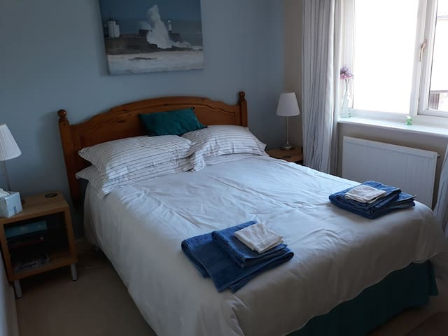 Quiet room nr Newton & beach, own bathroom, b'fast