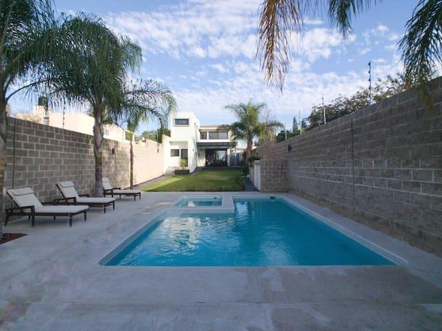 Moderna y hermosa casa con alberca privada