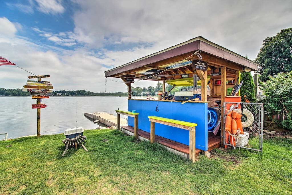 The property includes a tiki bar and private dock!