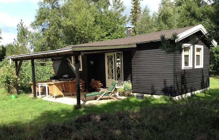 Charming little summer house  50 m2 - Højby - Cabin