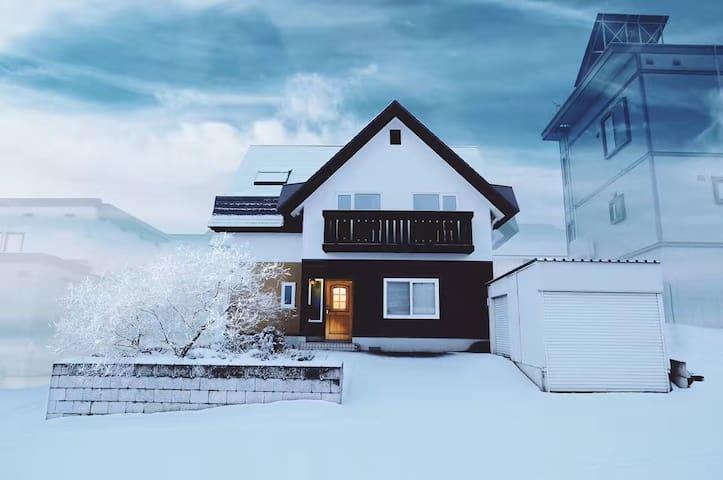 Near Furano ski area,1 br,2 single beds. room#202 - Furano-shi - Ház