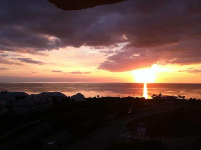 Luxury Penthouse Condo & Sunset n Sunrise Views - Bonita Springs - Kondominium
