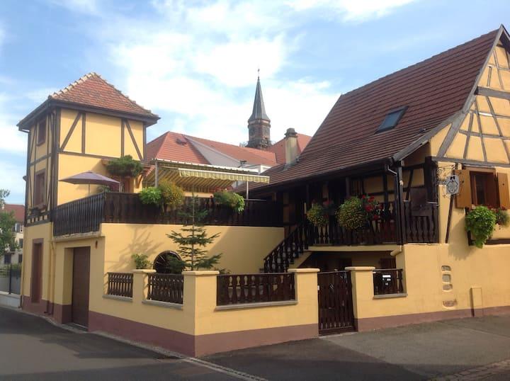 Tour atypique + terrasse aménagée + parking