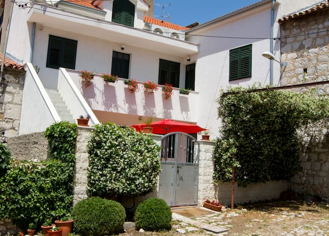 Rooms Karađole with free parking, Private room 4