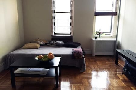 Airy and bright room. Prospect Park