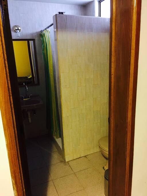 Puerta para acceso al baño