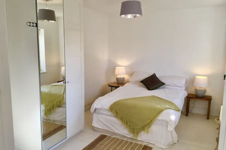 Relaxing Double Room with Ensuite, Brittas Bay