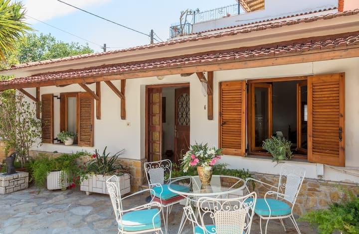 Traditional House close to the Beach, Nafplio-Mili