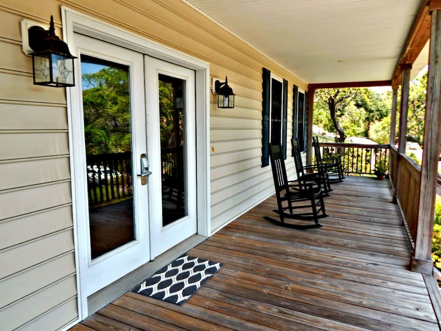 Lg Front Porch with 6 Rocking Chairs