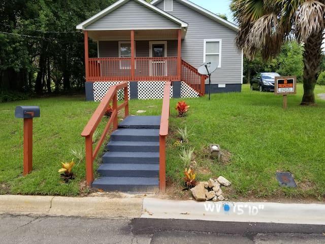 Steps to FAMU/FSU Stadiums -4 bedrm/2bath/big yard