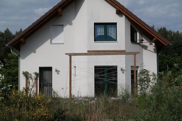 Haus am Wald mit Katz, Radeburg 15 min bis Dresden