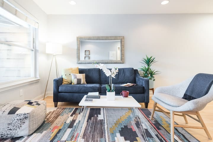 Walk to Zilker Park from a Stylish Condo