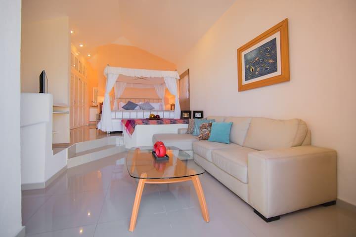 Villa de Lujo a la orilla de agua/3BR Luxury Villa