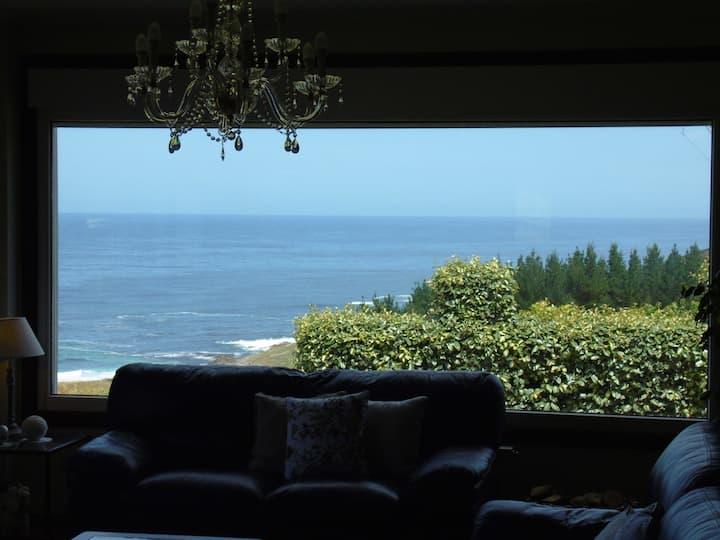 casa aislada con gran jardin y vistas al mar