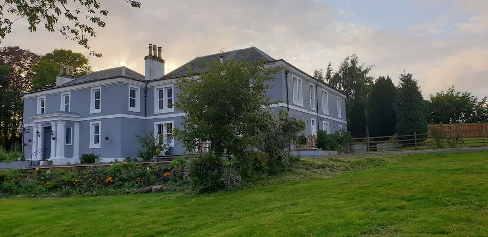 Lovely 2 bedroom country house apartment