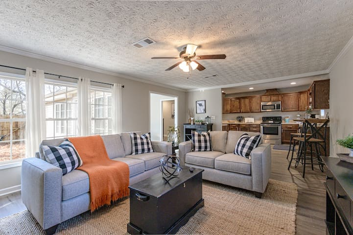 NEW!! Historic Downtown Cartersville Retreat