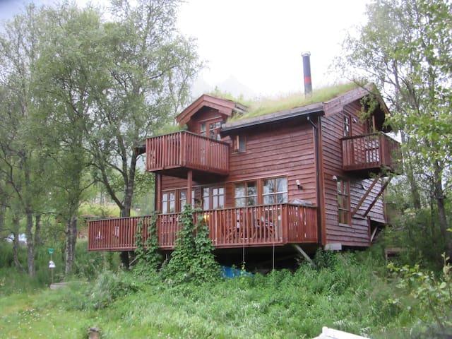 Hytte i naturskjønne omgivelser