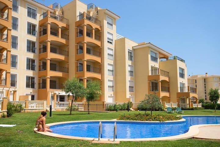 Neueertige, lichtdurchflutete, ca. 90 qm Wohnung im 3. Stock (Lift vorhanden) in einer wunderschönen und ruhigen Wohngegend