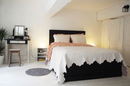 New : Amazing room in an old studio - Lyon