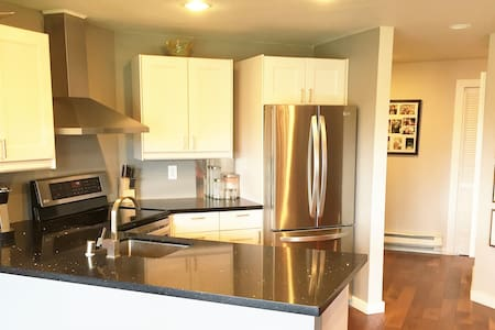 Fully Furnished Private Condo - Heart of Kirkland - Kirkland - Condominium
